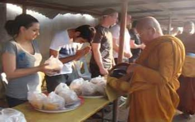 Tiger Temple Breakfeast for Monks